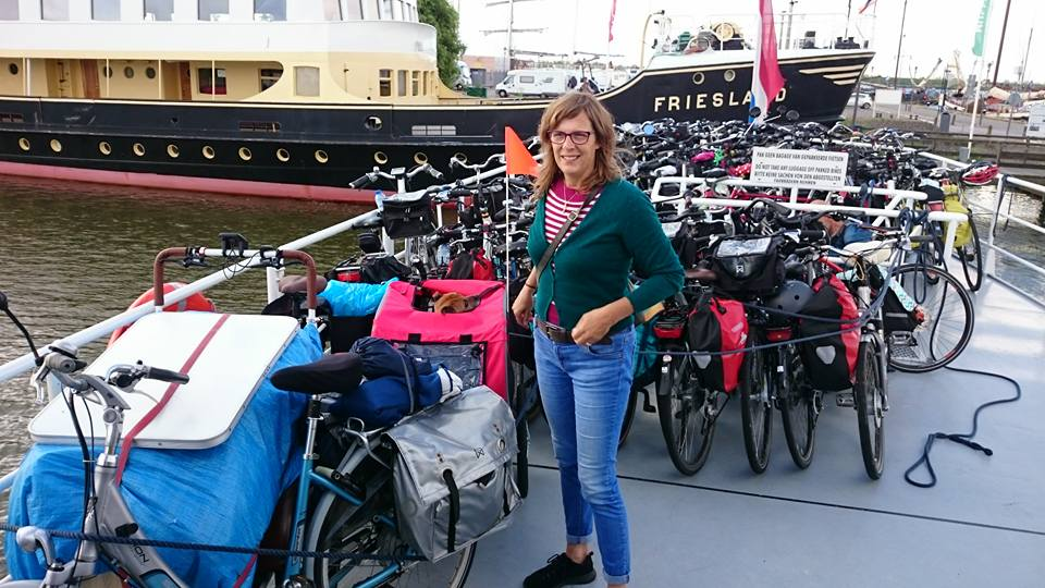 De soci.bike op de boot
